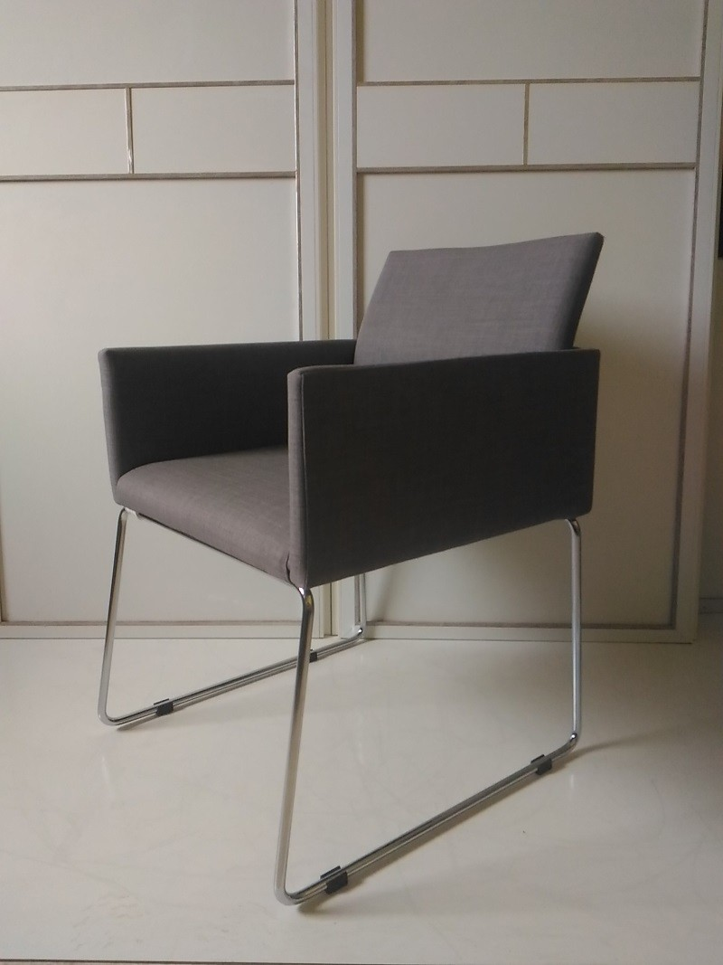 SILLON DE DISEÑO HALL GRIS , PATA COLOR INOX METALICA